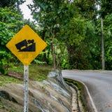 Encima de señal de tráfico de la colina Fotografía de archivo libre de regalías