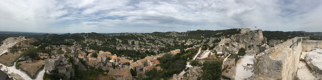 Encima del panorama del DES Baux de Château, Francia Imagenes de archivo