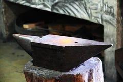Enclume dans la forge à Toledo Image stock