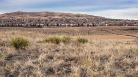 Encombrement des banlieues sur la région sauvage photographie stock