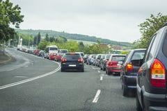 encombrement Embouteillage sur la route beaucoup de voitures sur la rue images libres de droits