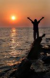 Encontrando el sol (hombre) Imágenes de archivo libres de regalías