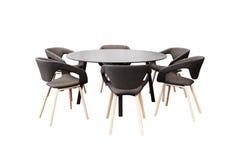 Encontrando a mesa redonda e cadeiras pretas do escritório para a conferência, isolador Foto de Stock