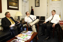 Encontrando o congressista Larry Kissel Foto de Stock