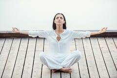 Encontrando a paz e o equilíbrio Imagens de Stock Royalty Free