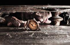 Encontrar el reloj perdido del tiempo Imágenes de archivo libres de regalías