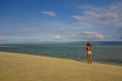 Encontre um lugar para obter dentro perdido, barra de areia de Manjuyod, Dumaguete Foto de Stock Royalty Free