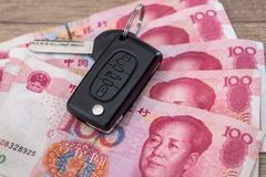Encontro chave do carro em 100 contas do yuan Imagem de Stock Royalty Free