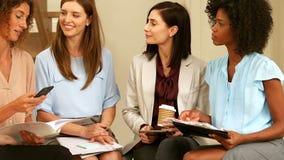 Encontro das mulheres de negócio video estoque