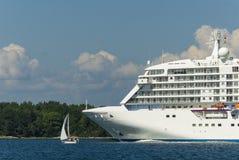 Grande navio do bote Fotos de Stock Royalty Free