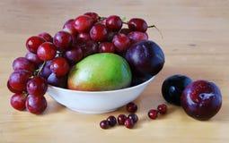 Encore-durée avec des raisins Photos libres de droits