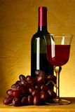 Encore-durée avec le vin rouge photographie stock