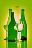 Encore-durée de boisson. Bouteille et verre à vin Image stock