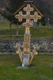 Encore une autre croix découpée par bois photos stock