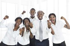 Encourager africain d'équipe d'affaires Image stock
