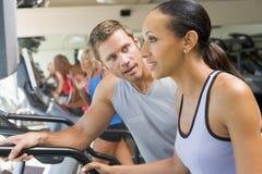 encouraging personal trainer treadmill using woman Στοκ φωτογραφία με δικαίωμα ελεύθερης χρήσης