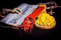 Encre rouge et jaune de couleur pour la copie sur le tee-shirt Photographie stock