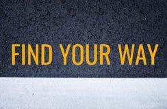Encuentre su concepto de la manera con textura negra de la carretera de asfalto fotos de archivo libres de regalías