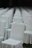 Encuentro de la silla blanca en gente emtry del seminario Imágenes de archivo libres de regalías