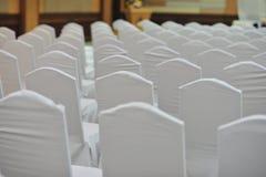 Encuentro de la silla blanca en gente emtry del seminario Imagenes de archivo