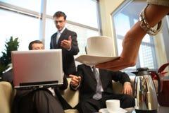 Encuentro de los hombres de negocios foto de archivo libre de regalías