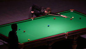 Encurralar o campeão mundial, competiam amigável dos jogos de Mark Selby em Bucareste Imagem de Stock Royalty Free