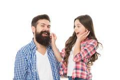 Endast kan den bästa mannen växa ett skägg Liten dotter som trycker på skägget av hennes fader Skäggig man med långt skägghår och fotografering för bildbyråer
