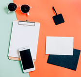 Endecha creativa del plano del escritorio del espacio de trabajo Fotografía de archivo