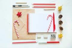 Endecha del plano de la Navidad Escritura de una letra a santa Imágenes de archivo libres de regalías