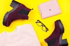 Endecha del plano de la ropa y de los accesorios del otoño de la mujer Fotografía de archivo