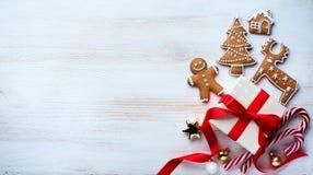 Endecha del plano del ornamento de los días de fiesta de la Navidad; Fondo de la tarjeta de Navidad imágenes de archivo libres de regalías
