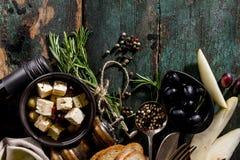 Endecha mediterránea italiana apetitosa sabrosa del plano de los ingredientes alimentarios Foto de archivo libre de regalías