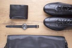 Endecha plana de accesorios para hombre de cuero negros Imágenes de archivo libres de regalías