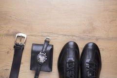 Endecha plana de accesorios para hombre de cuero negros Fotos de archivo