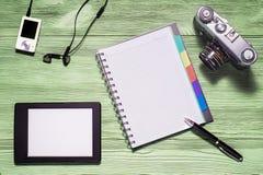 Endecha plana de la materia personal, PC de la tableta, foto de la cámara, cuaderno Imagen de archivo libre de regalías