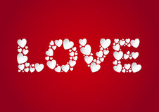 Endecha plana de las letras de amor con los corazones blancos del papel del vector en fondo rojo stock de ilustración