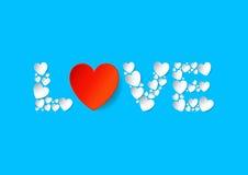 Endecha plana de las letras de amor con los corazones rojos del papel del vector en fondo azul Fotografía de archivo libre de regalías