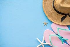Endecha plana de las vacaciones de verano tropicales de la playa con el acce del verano de la playa Fotos de archivo libres de regalías