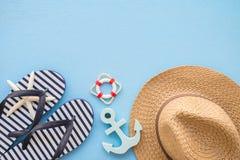 Endecha plana de las vacaciones de verano tropicales de la playa con el acce del verano de la playa Imágenes de archivo libres de regalías
