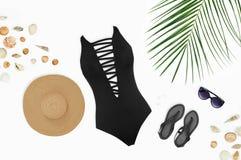 Endecha plana de los accesorios femeninos de la playa Fotografía de archivo libre de regalías