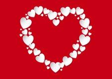 Endecha plana del corazón del día de tarjetas del día de San Valentín con los corazones blancos del papel del vector en fondo roj Fotos de archivo