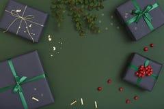 Endecha plana del envoltorio para regalos de la Navidad con el espacio de la copia Imagen de archivo libre de regalías