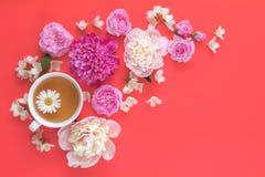 Endecha plana, fondo floral de la comida dulce de la visión superior foto de archivo
