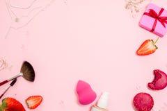 Endecha plana rosada linda, plantilla con el espacio libre en el centro para su dise?o Estilo atractivo imagen de archivo libre de regalías