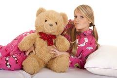 Endecha rosada del oso de los pijamas de la mujer en mirada lateral Foto de archivo libre de regalías