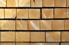 Enden des Quadrat gestapelten Holzes Lizenzfreie Stockfotografie