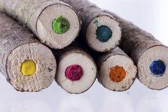 Enden von großen natürlichen farbigen Bleistiften Stockfotografie