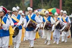Ending tradycyjni Korea rolnicy pokazuje rolnika taniec zdarzający się świętować żniwo w Korea Obrazy Stock