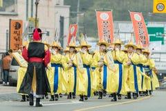 Ending tradycyjni Korea rolnicy pokazuje rolnika taniec zdarzający się świętować żniwo w Korea Zdjęcie Royalty Free