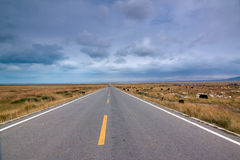 Endless road in a cloudy weather, qinghai, China Royalty Free Stock Images